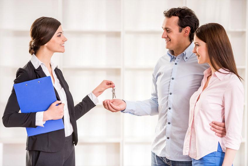 ¿Quieres vender tu casa y no sabes si contratar los servicios de una inmobiliaria?